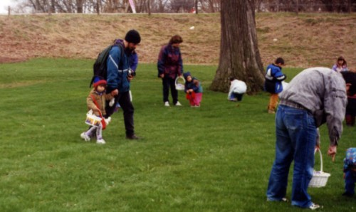 Children gather easter eggs in the park located a minute away from the proposed Bio_En site.